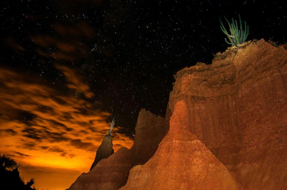 Kolombiya'daki Tatacoa Çölü'nde görüntülenen etkileyici yıldızlı manzara