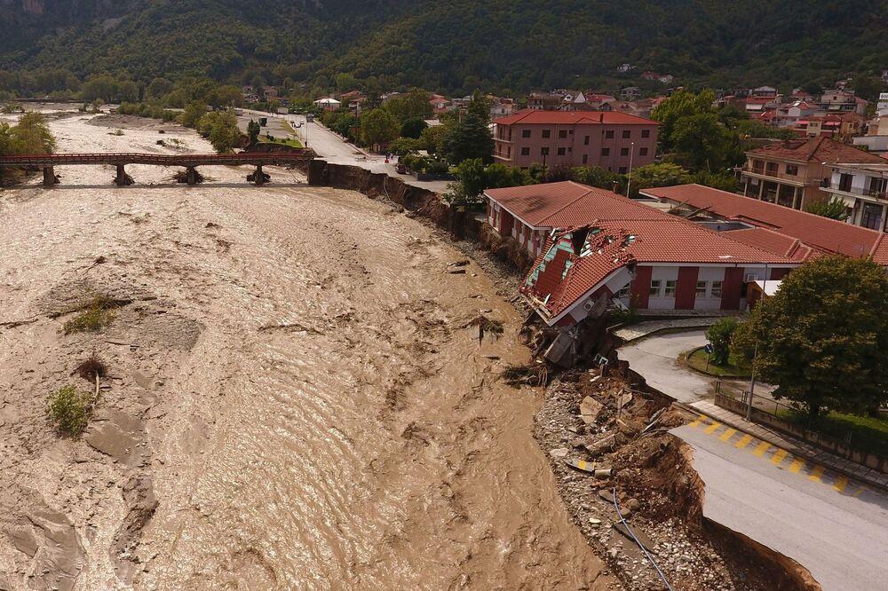 Yunanistan'da etkili olan Medicane tropik fırtınasında  2 kişi hayatını kaybetti, 1 kişi kayboldu
