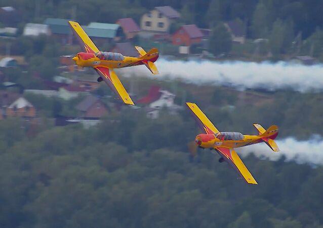 Rus pilotlardan üst üste 11 kez 'ölü döngü' akrobasi rekoru