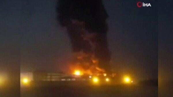 İran'da Tahran eyaletine bağlı İslamşehr kentinde yer alan bir gıda fabrikasında geniş çaplı yangın çıktı. - Sputnik Türkiye