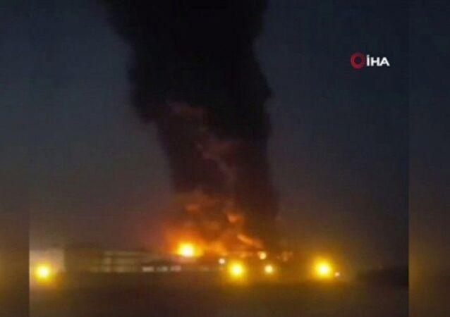 İran'da Tahran eyaletine bağlı İslamşehr kentinde yer alan bir gıda fabrikasında geniş çaplı yangın çıktı.