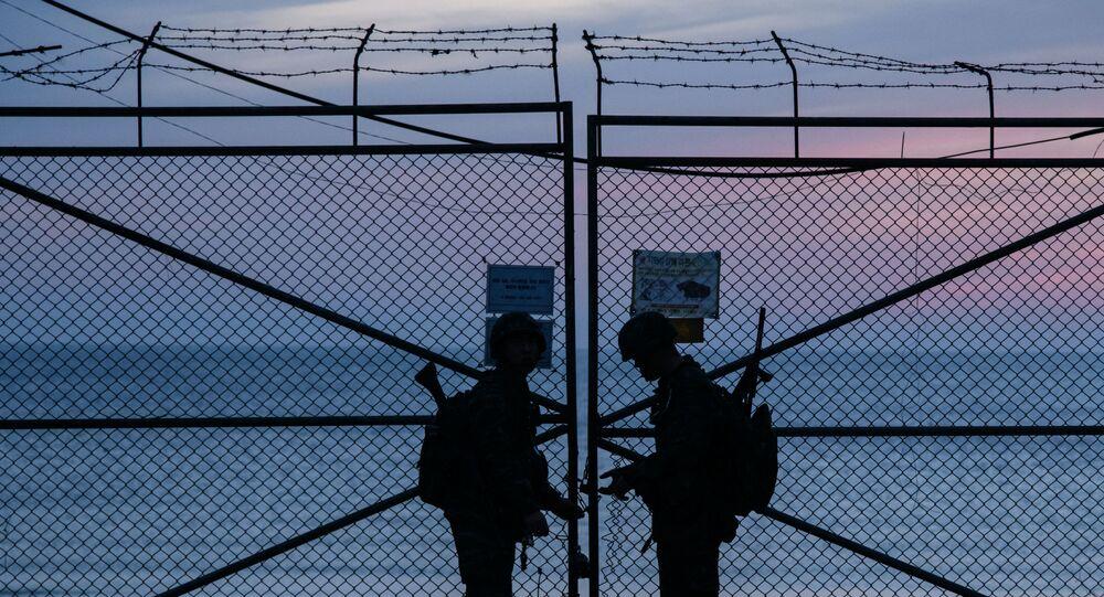 Yeonpyeong Adası yakınlarında Güney Kore askerleri