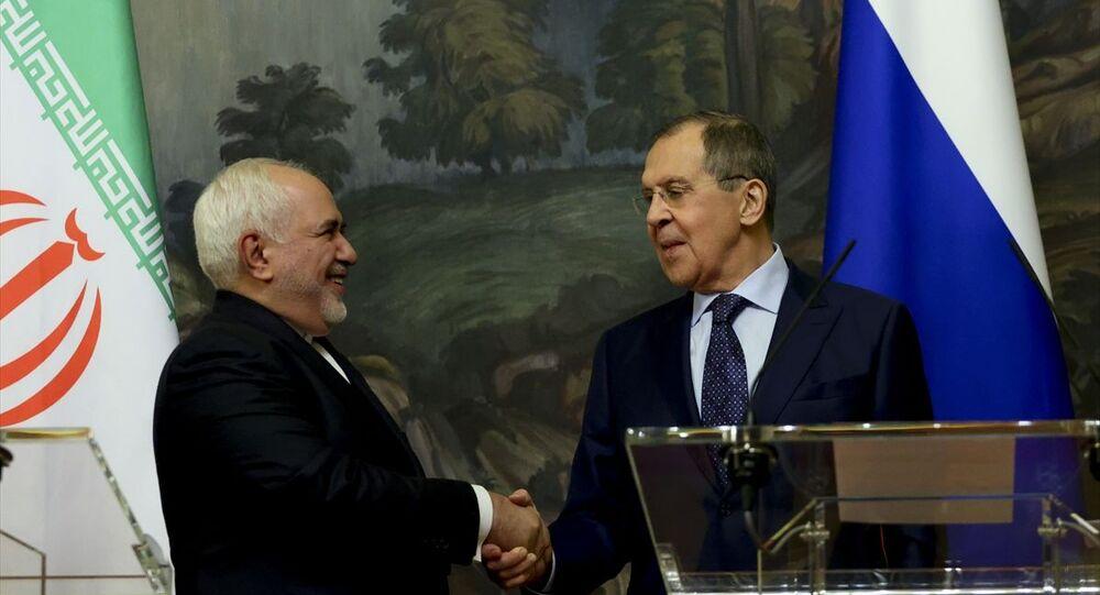 Rusya Dışişleri Bakanı Sergey Lavrov, resmi temaslarda bulunmak üzere Rusya'nın başkenti Moskova'ya gelen İran Dışişleri Bakanı Muhammed Cevad Zarif (fotoğrafta) ile görüştü.