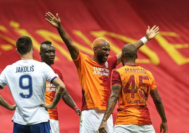 UEFA Avrupa Ligi 3. Eleme Turu'nda Galatasaray, Türk Telekom Stadı'nda Hırvatistan temsilcisi Hajduk Split'le karşılaştı. Galatasaray'ın golünü atan Ryan Bable (8) gol sevincini takım arkadaşlarıyla paylaştı.