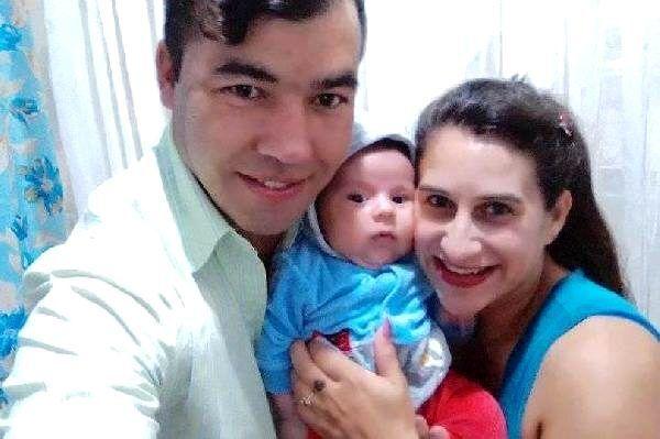 Brezilya'da bir kişi, kendisini aldattığından şüphelendiği eşinin yemeğine zehir koydu. Zehirlendiğini fark etmeyen kadın, bebeğini emzirince bebek de yaşamını yitirdi. İsmi açıklanmayan şahsın, eşi ve bebeğinin cansız bedenlerini ormana gömdüğü ortaya çıktı.