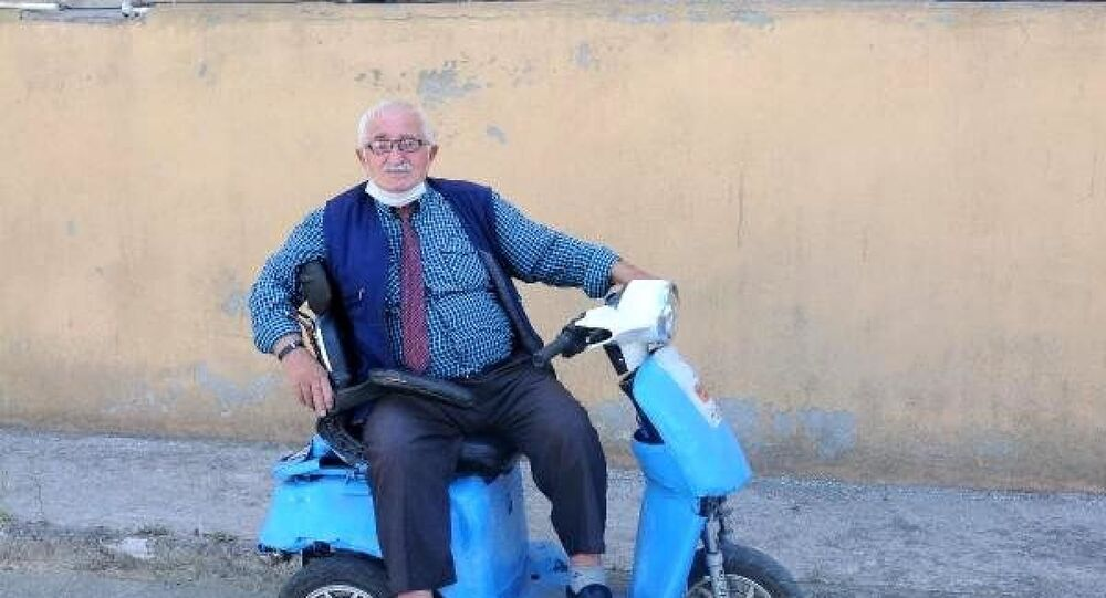 78 yaşında 3. eşini bulmak için duraklara ilan astı