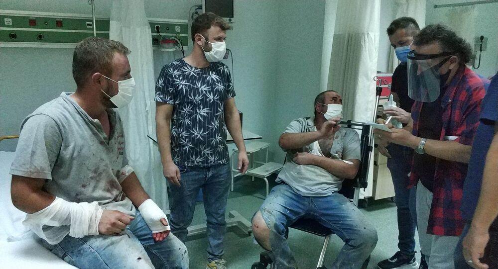 Samsun'da önce mezarlıkta kavga eden mezarcılar, gittikleri hastanede de birbirlerine girdi. Bıçak, falçata ve makasın kullanıldığı olayda 6 kişi yaralandı.