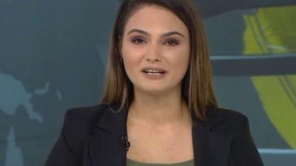 Azerbaycan Savunma Bakanlığı'nın Ermenistan ordusunun savunma hattının kırıldığını ve 7 köyün kontrol altına alındığını duyurduğu açıklamasını bildiren Azeri televizyon spikeri, canlı yayında gözyaşlarını tutamadı. - Sputnik Türkiye