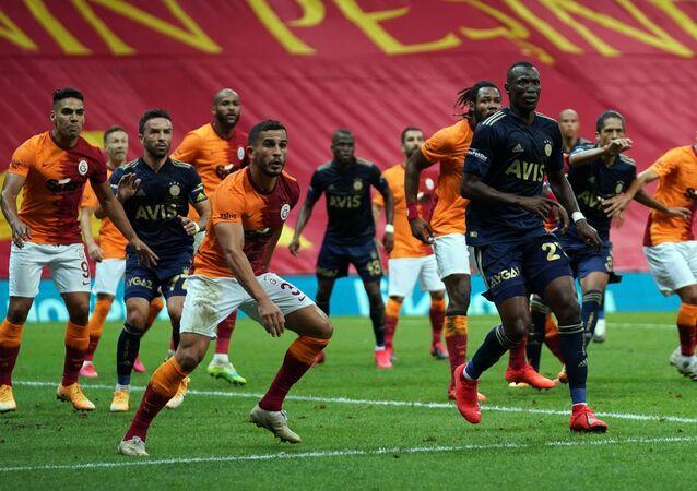 Süper Lig'in 3. haftasında oynanan derbi maçta Galatasaray ile Fenerbahçe 0-0 berabere kaldı.