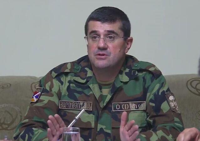 Uluslararası olarak tanınmayan Karabağ Cumhuriyeti'nin lideri Arayik Harutyunyan