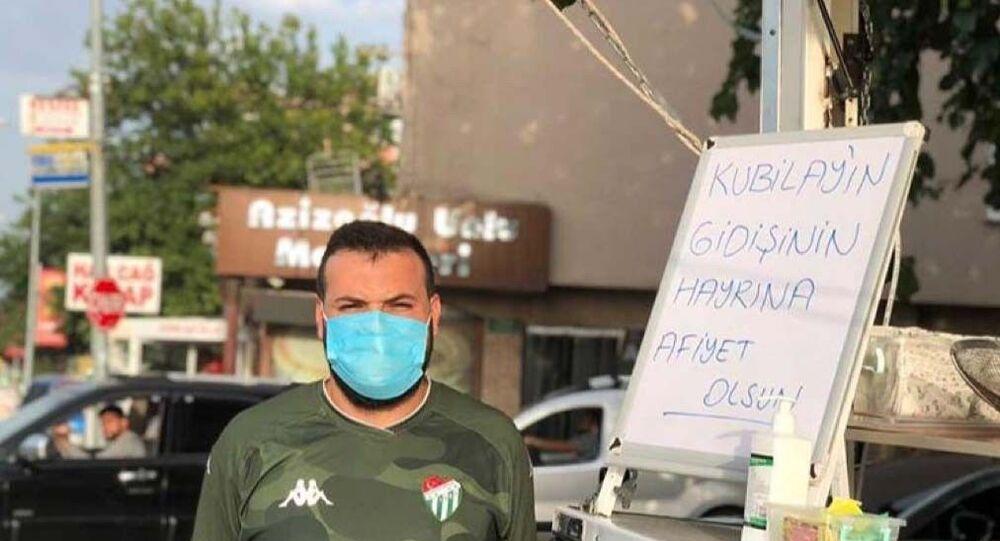 Bursaspor'da  ayrılan Kubilay Kanatsızkuş için lokma döktüren taraftar