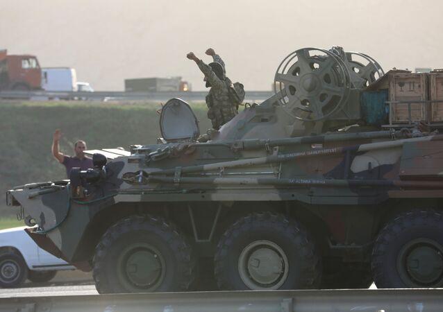 Dağlık Karabağ'daki çatışmalar hakkında açıklama yayınlayan Azerbaycan Savunma Bakanlığı, Ermenistan ordusunun savunma hattının kırıldığını ve 7 köyün kontrol altına alındığını duyurdu