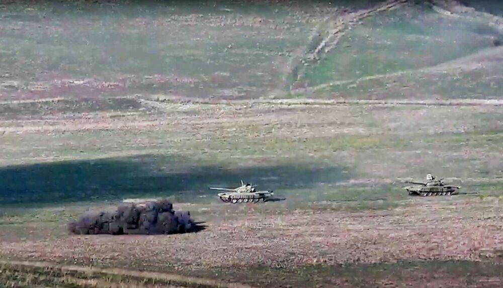 Ermenistan,  Azerbaycan'ın 'hava ve füze saldırılarına' karşılık verilerek helikopter, İHA ve tankların vurulduğunu, Azeri ordusunun can kayıplarının olduğunu açıklarken Azerbaycan Savunma Bakanlığı da, Ermenistan'ın saldırılarına karşılık verildiğini, Ermeni uçaksavar sistemlerinin imha edildiğini duyurdu
