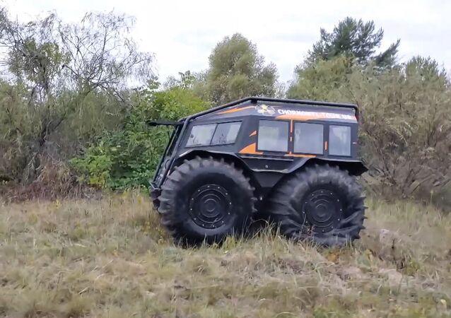 Çernobil yasaklı bölgesinde arazi aracıyla tur düzenleniyor