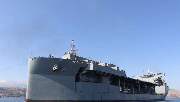 ABD Donanması'nın en büyük gemilerinden USS Hershel Woody Williams - Sputnik Türkiye