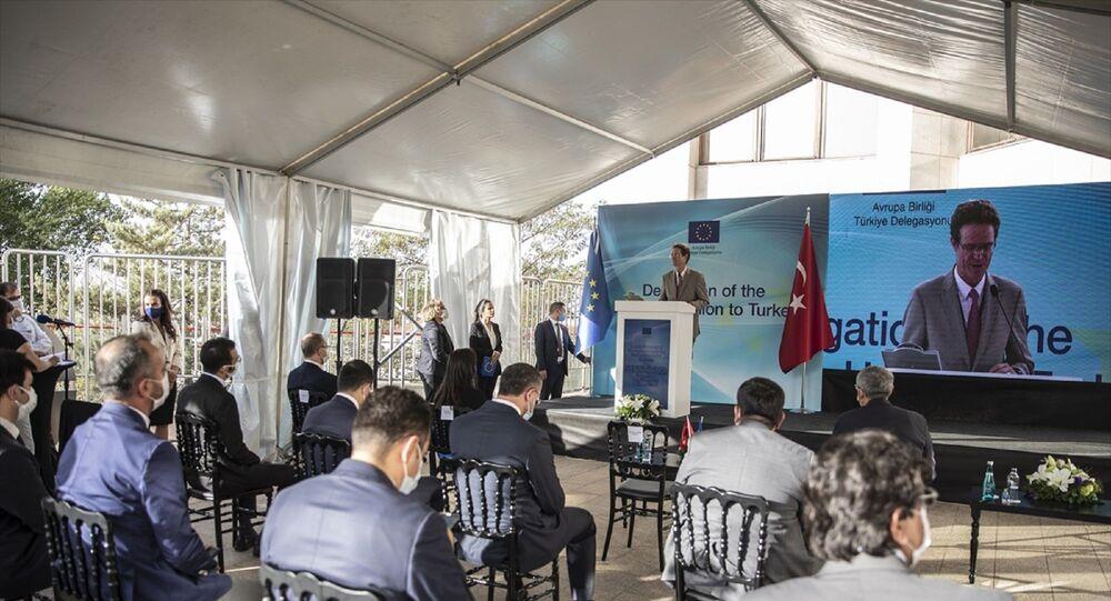 Türkiye ile Avrupa Birliği (AB) arasında uzlaşmaya varılan Türkiye'deki Sığınmacılar için Mali Yardım Programı (FRIT) kapsamında ödenmesi öngörülen 6 milyar avroluk paketin