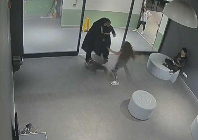 Esenyurt'ta maske uyarısı yapan 10 yaşındaki çocuğu darbettiler