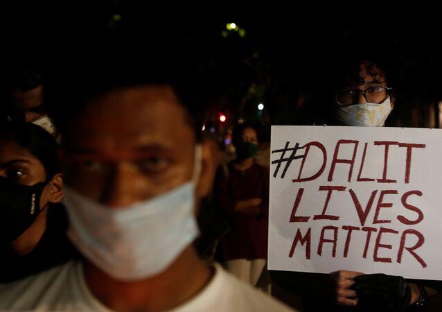 Hindistan'daki kast sisteminin en altındaki Dalit topluluğundan kadınların üst üste toplu tecavüze uğraması, ülke çapında protestolarla karşılandı.
