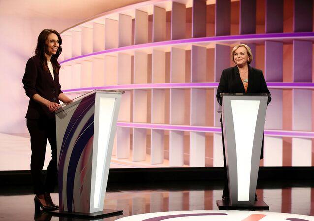 Yeni Zelanda'daBaşbakanJacinda Ardern ilemuhalefetteki Ulusal Parti lideriJudith Collins seçim öncesi TV tartışmasında (22 Eylül 2020)