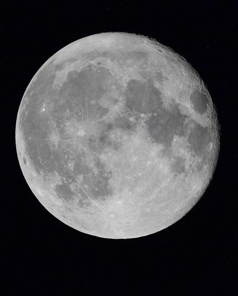 Uluslararası Uzay İstasyonu'ndan çekilen Ay manzarası