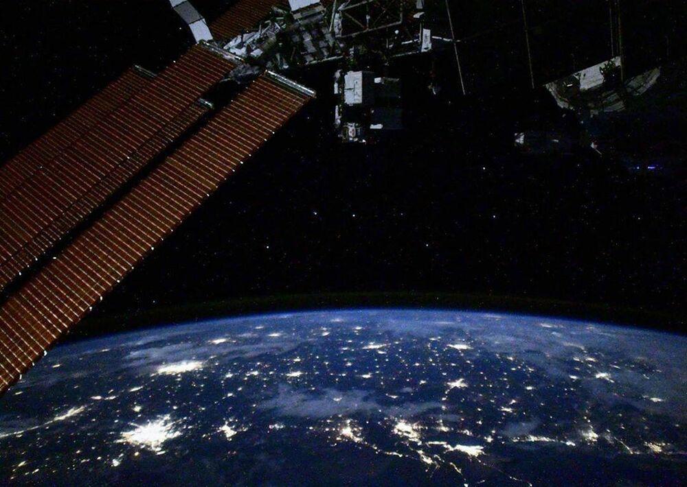 Uluslararası Uzay İstasyonu'ndan çekilen gece gökyüzü ve Büyük Ayı takımyıldızı görüntüsü