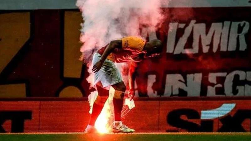 Türk Telekom Stadı'nda oynanan Galatasaray-Fenerbahçe derbisinde sahaya 'paraşütlü meşale' atılması olayı ve sosyal medyadan yapılan bazı paylaşımlarla ilgili toplam yedi şüpheli gözaltına alındı.