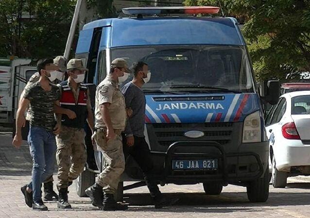 Kahramanmaraş'ın Pazarcık ilçesinde, 16 yaşındaki G.D.'nin tecavüze uğrayıp hamile kaldığı iddiası üzerine jandarma ekiplerince yapılan operasyonda 1'i kadın 6 kişi gözaltına alındı.
