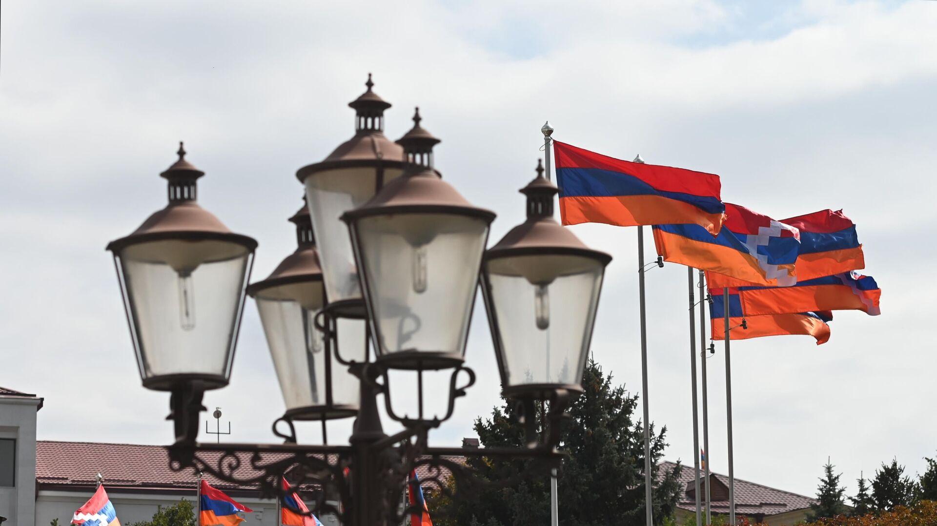Ermenistan ve Dağlık Karabağ bayrakları - Sputnik Türkiye, 1920, 09.09.2021