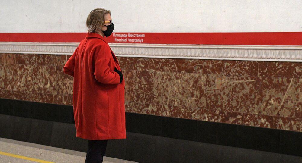 koronavirüs, metro, St. Petersburg, Rusya