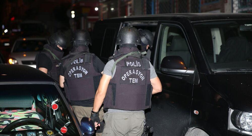 İstanbul'da IŞİD'e yönelik eş zamanlı operasyon başlatıldı.