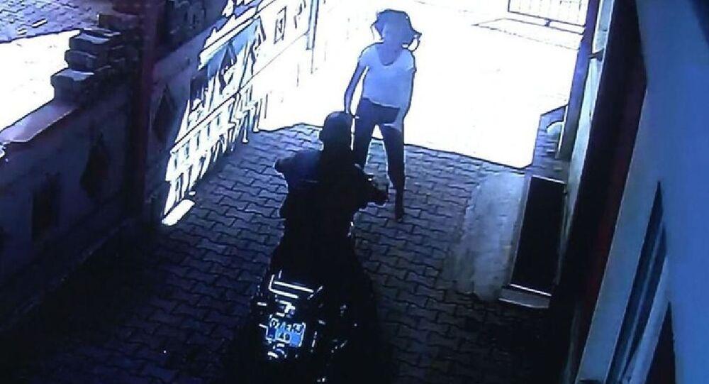 Evin balkonundan bahçeye atladı, abisinin motosikletini hırsızların elinden kurtardı