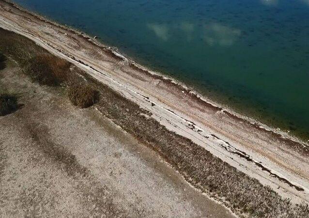 Büyükçekmece Gölü çekilince ortaya çıkan 1500 yıllık baraj hattı