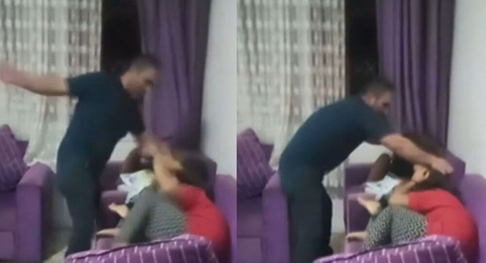 Mersin'de 4 çocuğunu döven ve görüntüleri sosyal medyada yayınlayan Halil Y. gözaltına alındı.