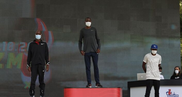 Erkekler kategorisinde 2 saat 15 dakika 16 saniyelik derecesiyle Kenyalı Sang Benard Cheruiyot ilk sırayı alırken, 2.15.25'lik zamanıyla Burundi'den Olivier Irabaruta ikinci, 2.19.56'lık derecesiyle de Kenyalı Denis Kipngeno Chircihr üçüncü oldu.