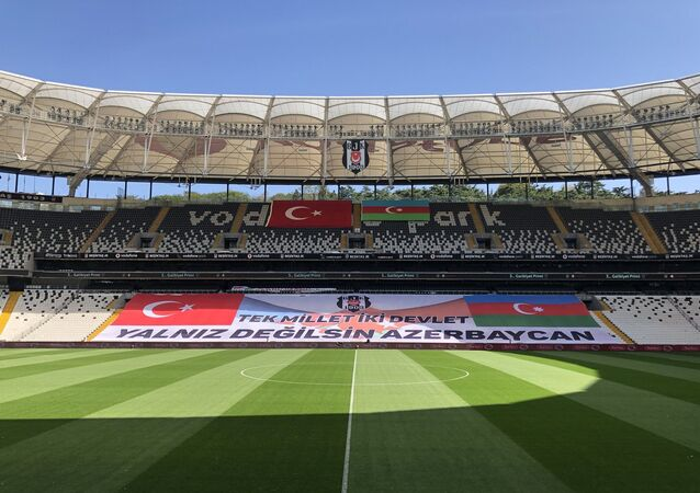 Beşiktaş-Azerbaycan bayrağı, destek, Vodafone Arena