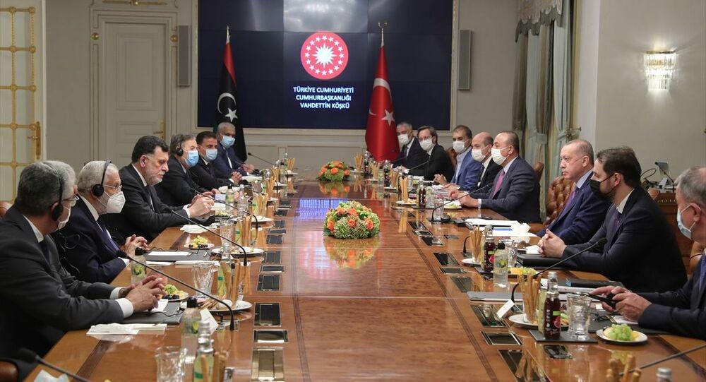 Türkiye Cumhurbaşkanı Recep Tayyip Erdoğan, Libya Başbakanı Fayiz es-Serrac ve beraberindeki heyeti Vahdettin Köşkü'nde kabul etti.