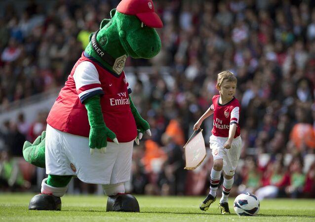 Arsenal'in takım maskotu Gunnersaurus