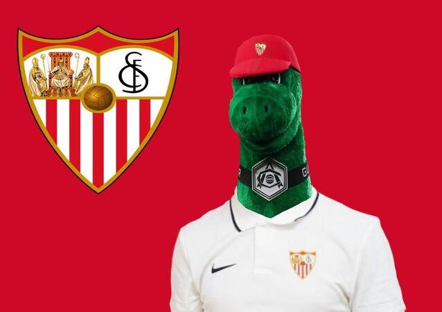 Arsenal'in işten çıkardığı maskot Gunnersaurus, Sevilla formasıyla