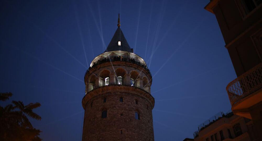 İstanbul'un simgelerinden biri olan Galata Kulesi, video mapping ve ışık gösterisi eşliğinde gerçekleştirilen törenle ziyarete açıldı.