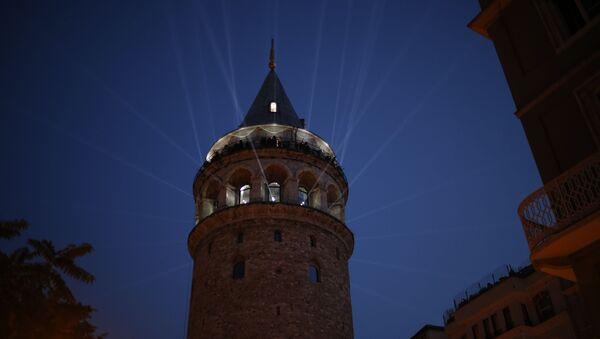İstanbul'un simgelerinden biri olan Galata Kulesi, video mapping ve ışık gösterisi eşliğinde gerçekleştirilen törenle ziyarete açıldı. - Sputnik Türkiye