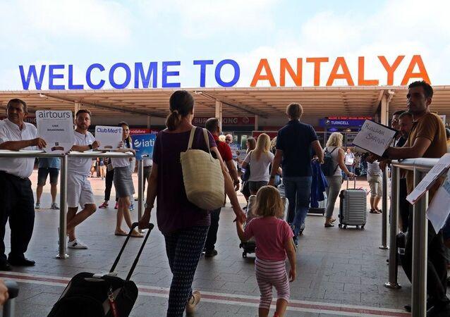 Antalya turist, Antalya havalimanı