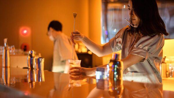 Son derece sofistike tat çeşitlemeleri sunan alkolsüz kokteyllerin servis edildiği barlar Japonya'da giderek yaygınlaşıyor. - Sputnik Türkiye