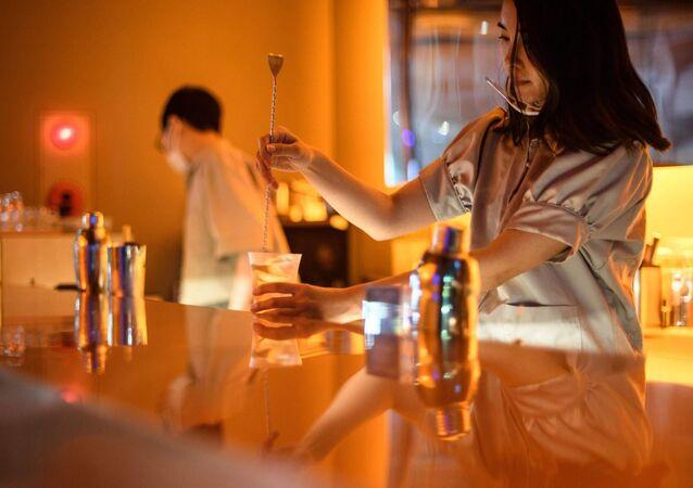 Son derece sofistike tat çeşitlemeleri sunan alkolsüz kokteyllerin servis edildiği barlar Japonya'da giderek yaygınlaşıyor.
