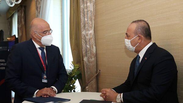 Dışişleri Bakanı Mevlüt Çavuşoğlu ve Yunan mevkidaşı NikosDendias - Sputnik Türkiye