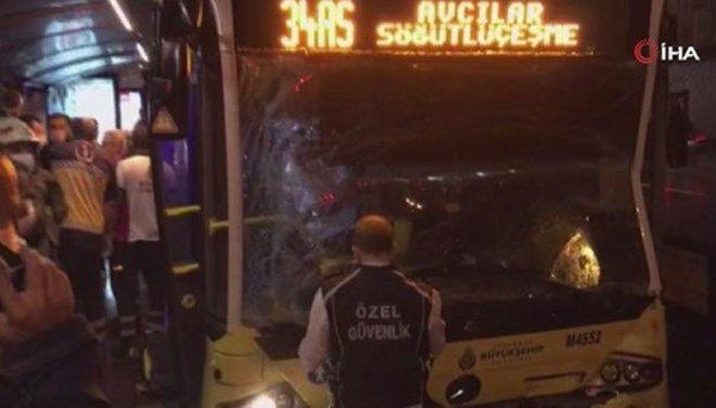 Zeytinburnu'nda iki metrobüsün çarpışması nedeniyle 7 kişiyaralandı.
