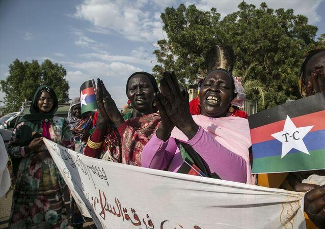 Sudan'da, hükümet ile Devrimci Cephesi bünyesindeki isyancı silahlı hareketler arasında varılan nihai barış anlaşması düzenlenen törenle kutlandı.