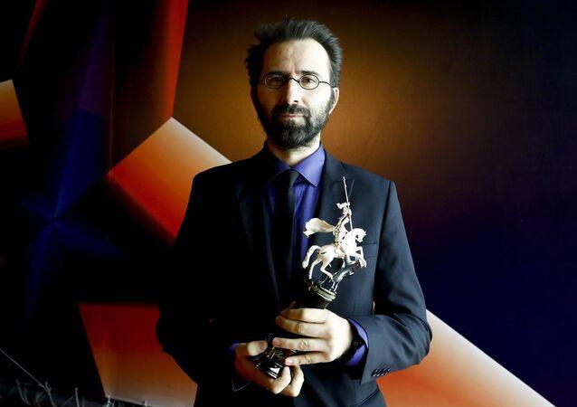 Senaristliğini ve yönetmenliğini Erdem Tepegöz'ün (fotoğrafta) üstlendiği Gölgeler İçinde filmi, 42. Moskova Film Festivali'nde Jüri Özel Ödülünü kazandı.