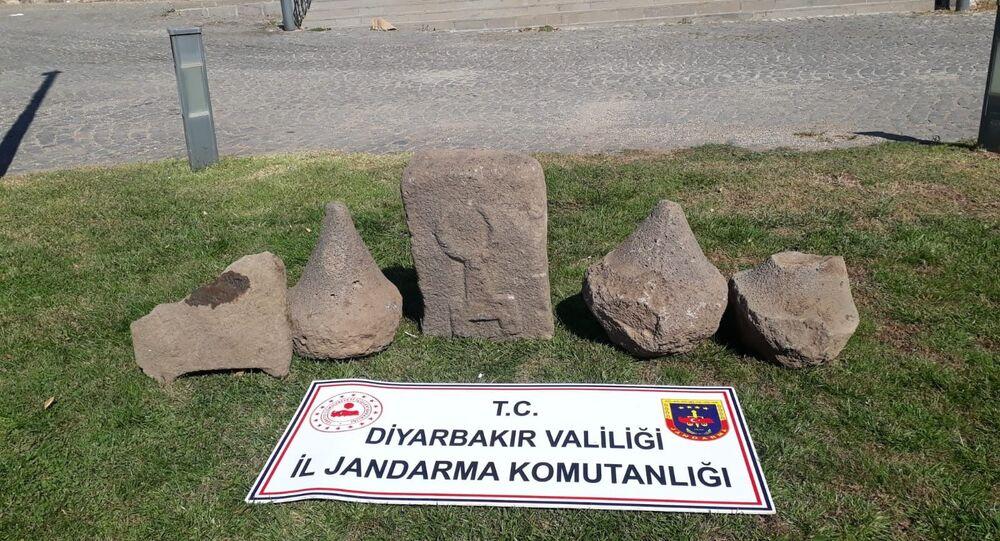 Diyarbakır'da Asur dönemine ait 5 adet üzeri kabartma yazılı taş
