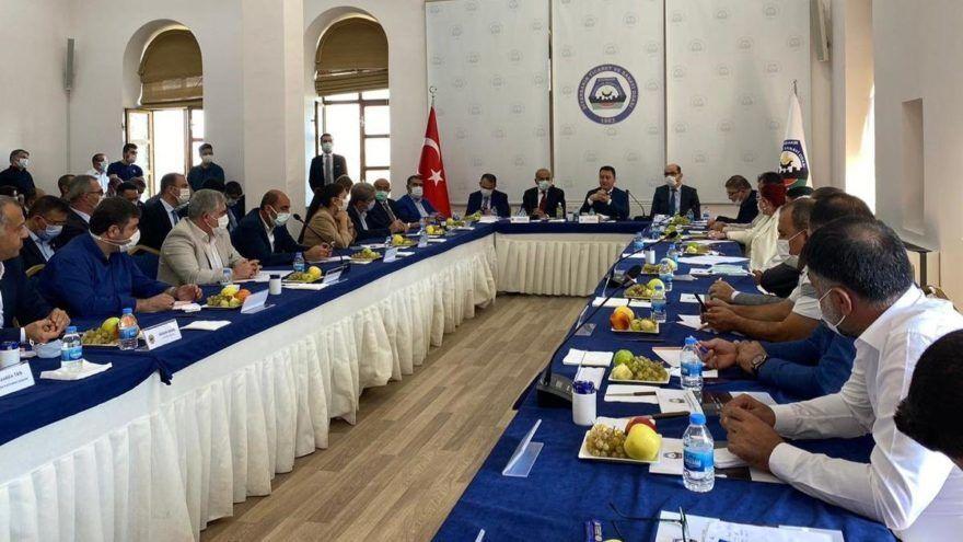 DEVA Partisi Genel Başkanı Ali Babacan, partisinin il kongresine katılmak üzere Diyarbakır'a gitti. Babacan'ın ilk olarak Diyarbakır Ticaret ve Sanayi Odasını ziyaret ederek kentteki iş adamlarıyla toplantı gerçekleştirdi.