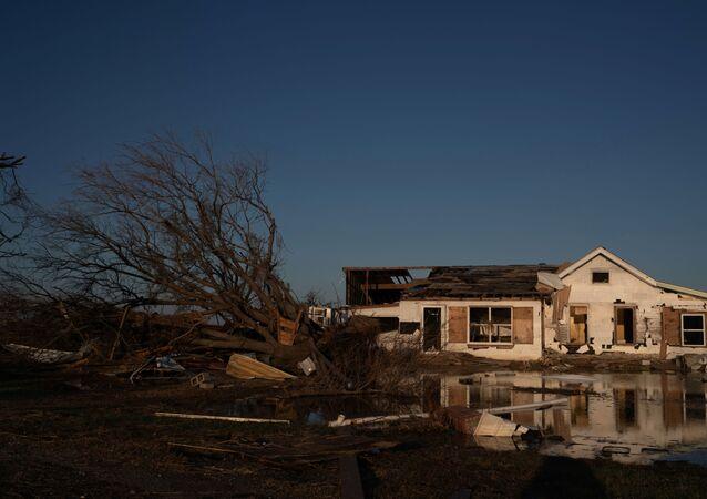 ABD'nin Louisiana eyaleti ve çevresinde yüz binlerce ev ve iş yerini elektriksiz bırakanDelta Kasırgası'nın bu kez Güney ve Kuzey Karolina eyaletlerini tehdit ettiği açıklandı.